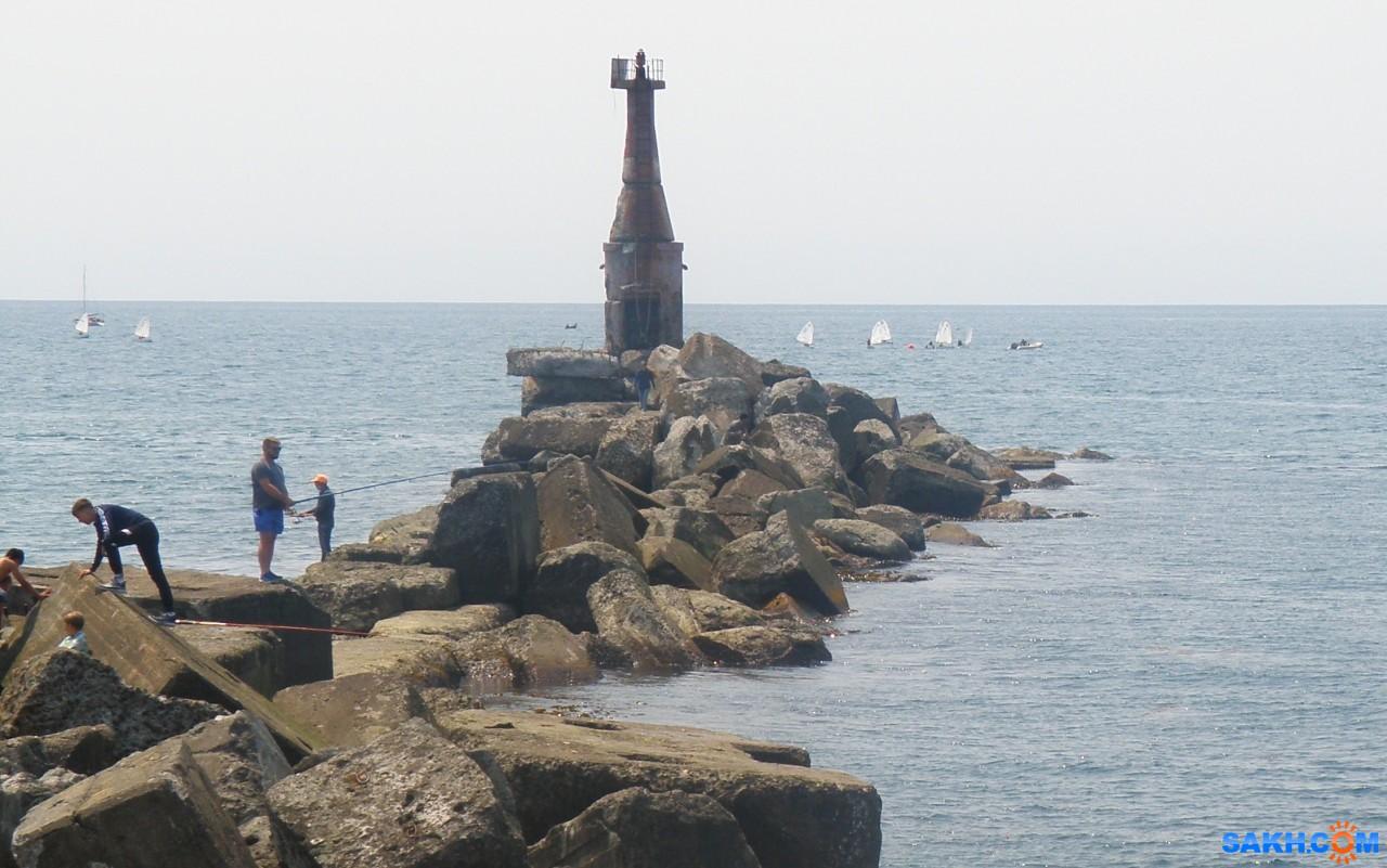 tasya: Маяк и яхточки на рейде