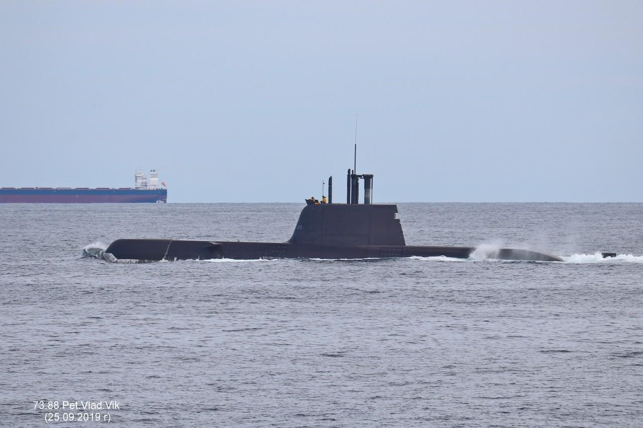 7388PetVladVik: Южно-корейская подводная лодка у берегов Южной Кореи.