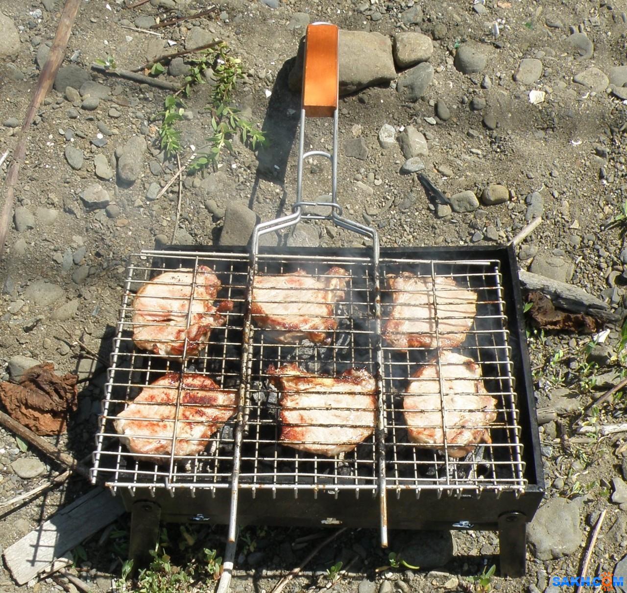 tasya: Свиная корейка с косточкой, жаренная на решетке, на мангале.