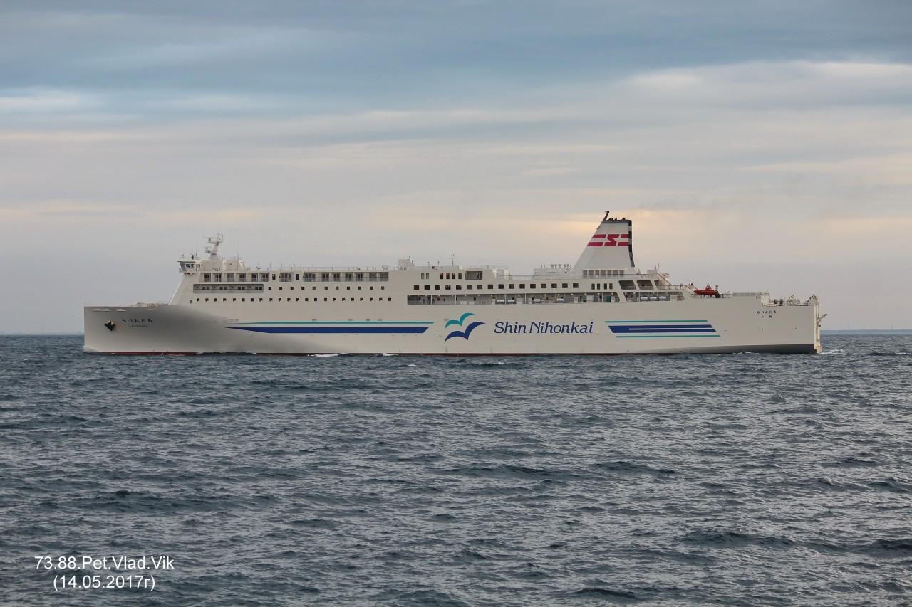 7388PetVladVik: LAVENDER.     (Грузо-пассажирский паром.   Длина 198 м,  ширина 27 м.    IMO 9810824,  MMSI  431009156,  CS  7JYK).   Порт Отару.