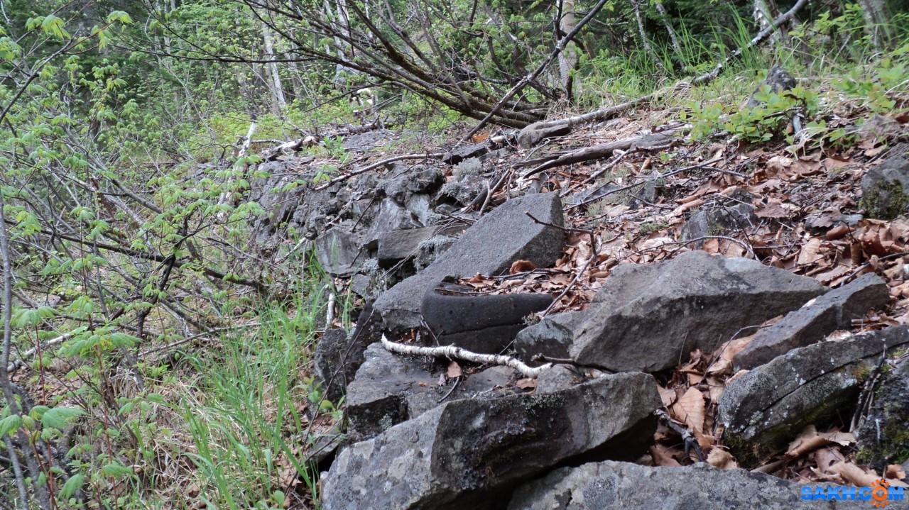 Savit: Камни, уложенные в основание бывшей железной дороги