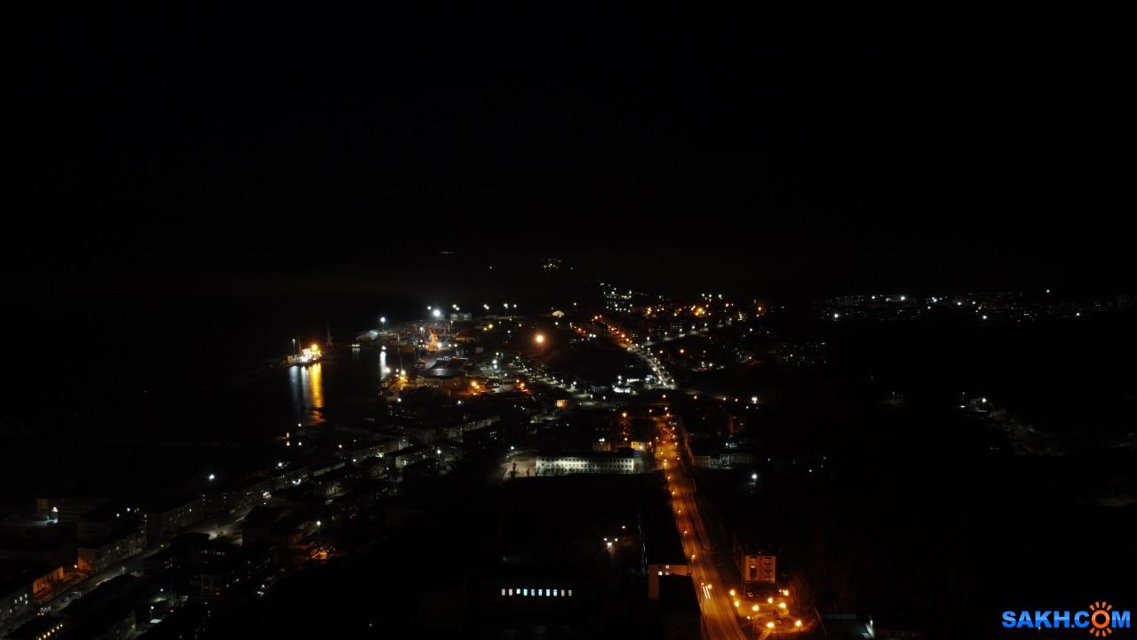 ozzy_link: Город и порт Холмск ночью