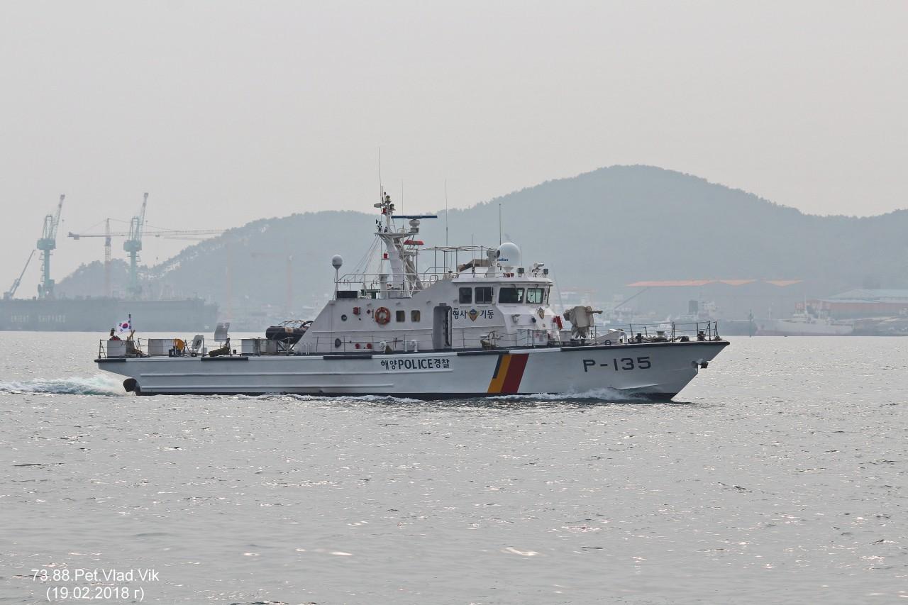7388PetVladVik: Южно-корейский полицейский  катер.  (P-135).  Порт  Пусан.