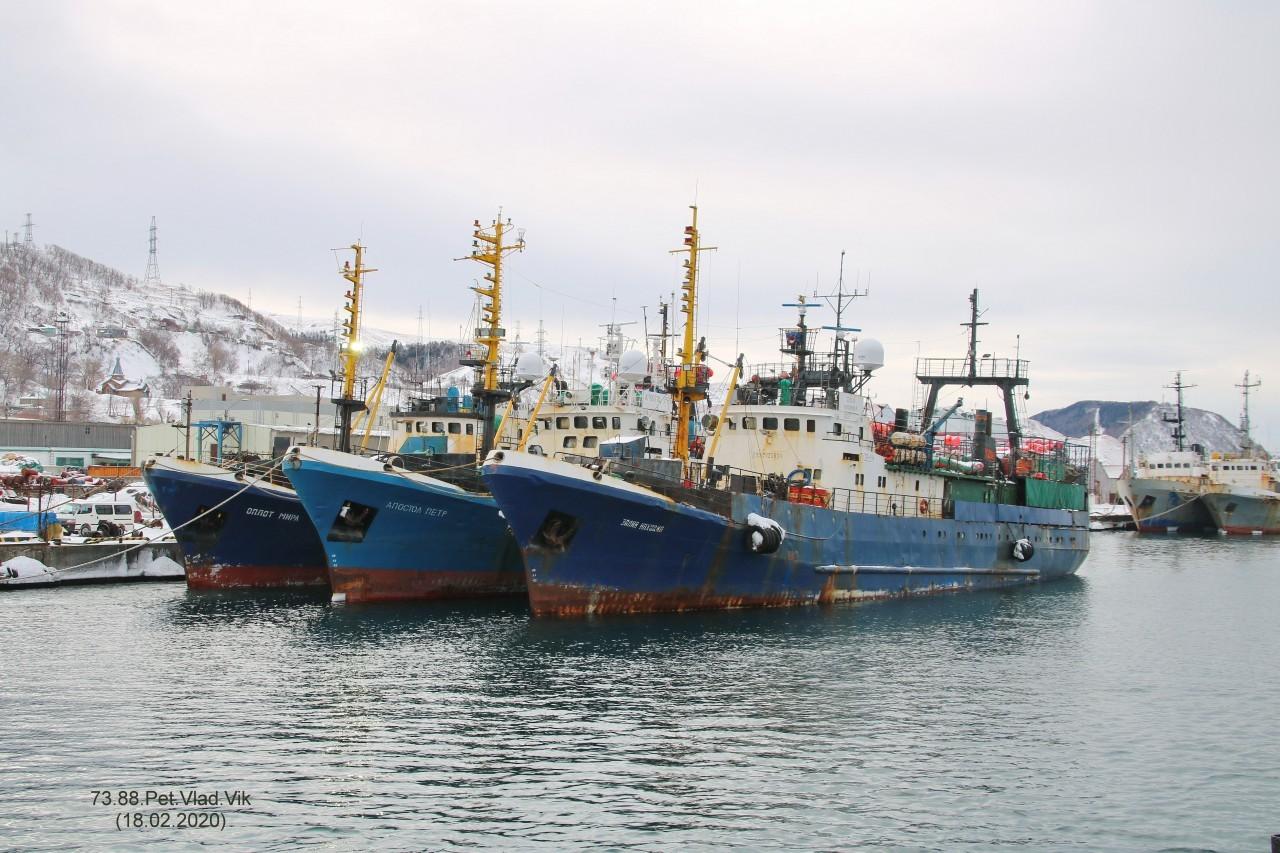 7388PetVladVik: Порт Невельск.   На фото  ОПЛОТ МИРА,  АПОСТОЛ ПЁТР,  ЗАЛИВ НАХОДКА.