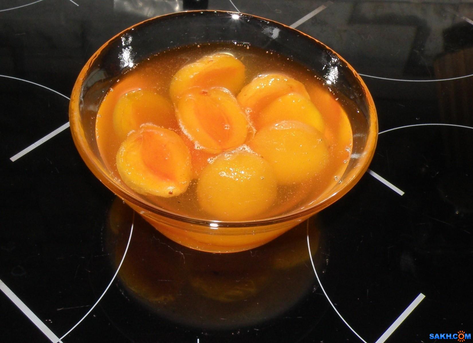 tasya: Янтарного цвета, прозрачное варенье из абрикосовых долек.