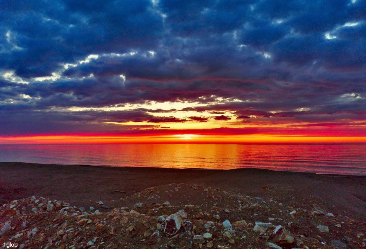 1glob: рассвет в Охотском море