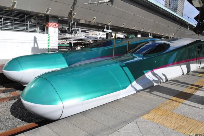 """Из Токио в Иватэ отправляется скоростной поезд— сенкансен. Этот самый современный на сегодняшний день, он называется """"Хаябус"""""""