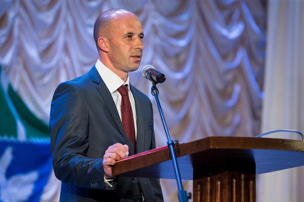 Александр Тугарев официально вступил в должность мэра Долинского района