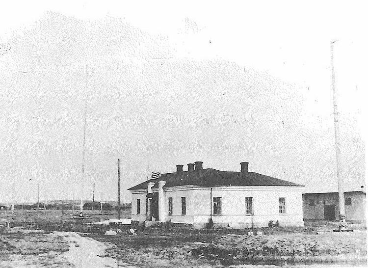 Радиотелеграфная станция Александровска (Акоо) впериод японской оккупации Северного Сахалина 1920-1925 годов. Фото предоставлено Г. Смекаловым