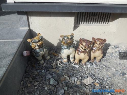 Собаки-львы кома-ину увхода вдом