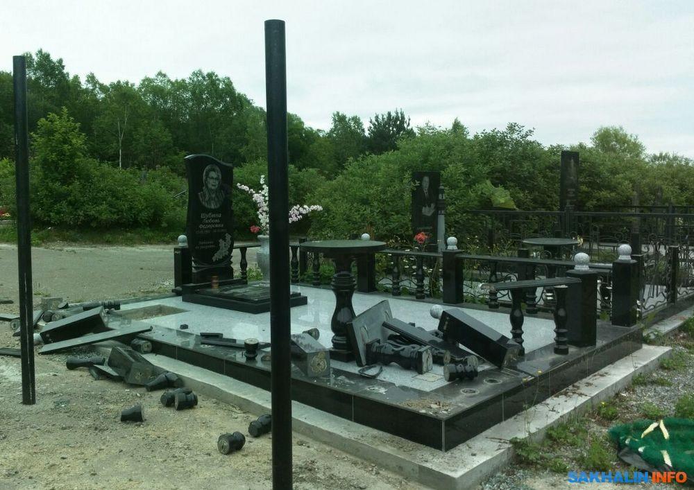 Фото памятников на кладбище из гранита Южно-Сахалинск памятники из гранита на кладбище я Одинцово