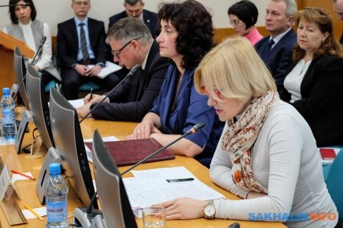 Анна Харченко (справа)