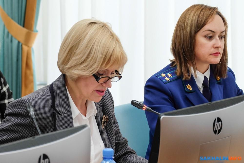 Анна Харченко (слева)
