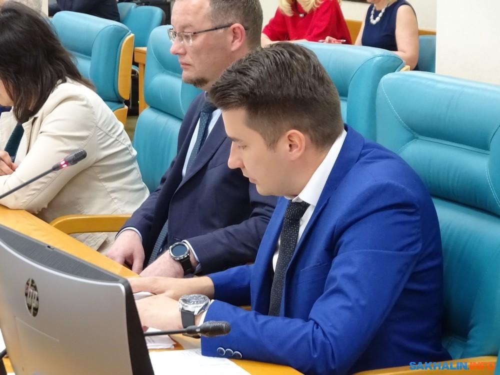 Евгений Кобзев (справа)