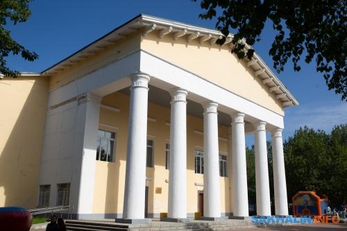 Дворец культуры вОхе былвозведен всередине XX века стараниями нефтяников