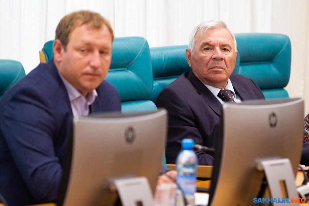 Юрий Выголов (справа)