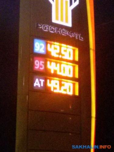 АЗС вЮжно-Сахалинске наперекрестке улиц Транзитной иЛенина