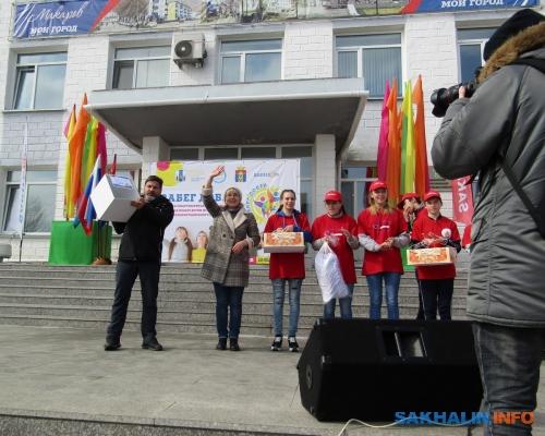 Елена Езеева (в центре)