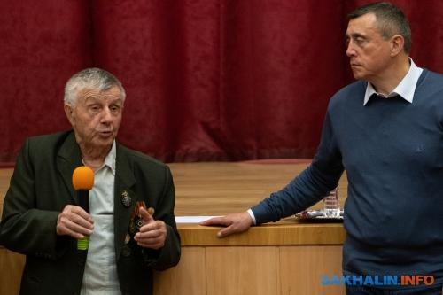 Владимир Комаров (слева)
