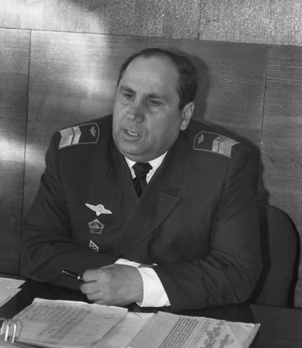 В. М. Гольцев, командир Южно-Сахалинского объединенного авиаотряда ДВУГА, 1986 год