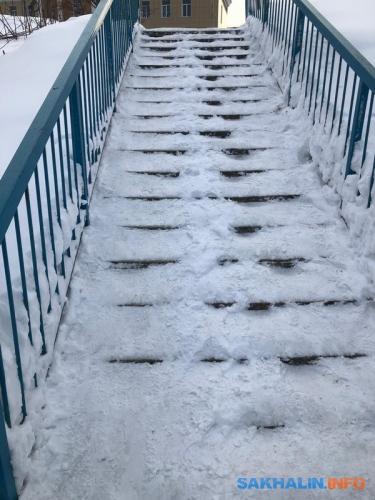 Лестница, ведущая квиадуку сПобеды наСоветскую. Фотографии сделаны в10 часов