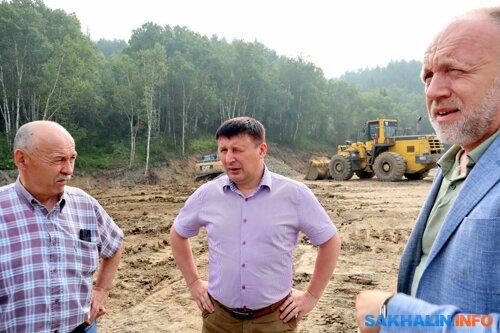 Сергей Дорощук в центре, Андрей Мотовилов справа
