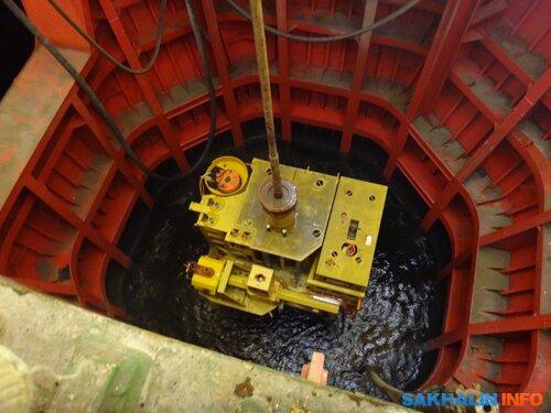 Спуск фонтанной арматуры скважины на дно