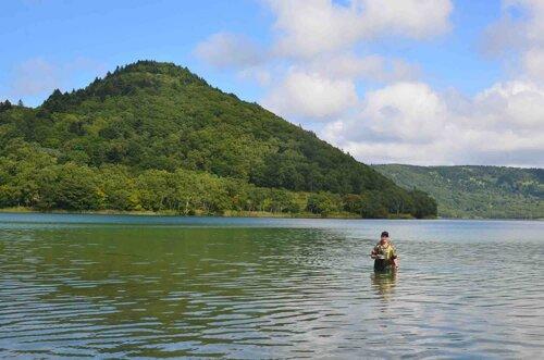 Озеро Горячее - дом для ряда беспозвоночных, но, к сожалению, не для моллюсков. Автор фото: Андрей Аксёнов