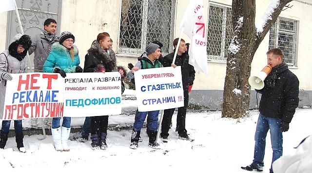Интим услуги южно-сахалинск, внезапный присоединяется третий в сексе