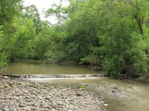 Вода со следами земляных работ