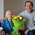 Жительницу Холмска Екатерину Тюрину поздравили с 90-летием