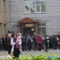 Ученики школы №8 Южно-Сахалинска идут зазнаниями через черный ход