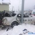 "Toyota Mark II врезалась встолб напротив ""Армроса"" вЮжно-Сахалинске"