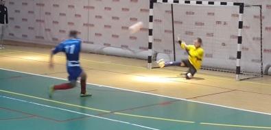 В третьем дивизионе мини-футбольного первенства сыграли команды лидирующей группы