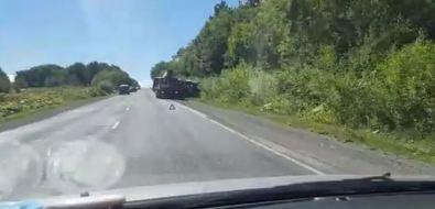 Микроавтобус иседан столкнулись нахолмской трассе