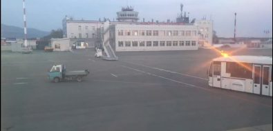 Пассажиры владивостокского рейса немогли покинуть самолет вюжно-сахалинском аэропорту из-за сломавшегося трапа