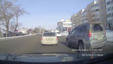 Два маршрутных автобуса столкнулись наостановке вЮжно-Сахалинске