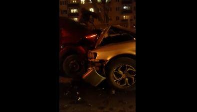 Четыре автомобиля пострадали врезультате ДТПв Южно-Сахалинске