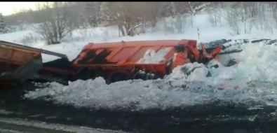 Два грузовика сприцепами попали всерьезное ДТПв Углегорском районе