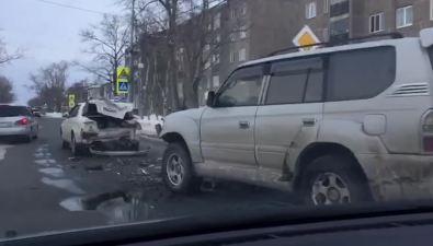 В Луговом внедорожник врезался вавтомобиль, пропускавший пешехода