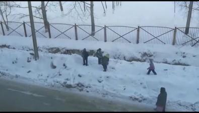 Неогороженная траншея изасыпанный грунтом тротуар возле школы №21 беспокоят южносахалинцев
