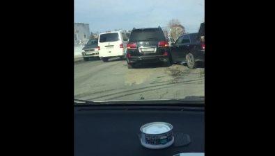 Внедорожник Lexus илегковой Nissan столкнулись наулице Комсомольской вЮжно-Сахалинске