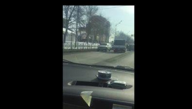 На проспекте Мира вЮжно-Сахалинске столкнулись грузовик имикроавтобус