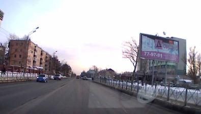 Автомобиль такси, проехавший накрасный, врезался вджип наперекрестке Мира иПоповича
