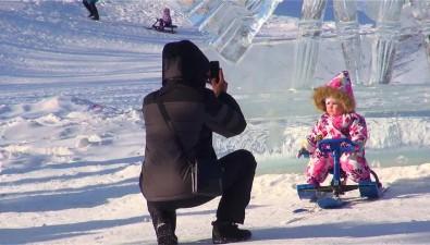Девять композиций изольда ишесть снежных фигур украсили берег озера Верхнего впарке Южно-Сахалинска