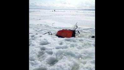 В районе Охотского любитель зимней рыбалки утопил снегоход