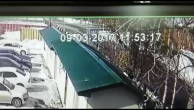 В Южно-Сахалинске кроссовер вытеснил сдороги микроавтобус искрылся сместа ДТП