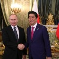 Визиты японских граждан, подводный газопровод имирный договор— Путин иАбэ встретились вМоскве