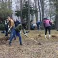 Южносахалинцы навели порядок вгородском парке