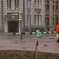 Здание бывшего японского банка вКорсакове завешивают баннером